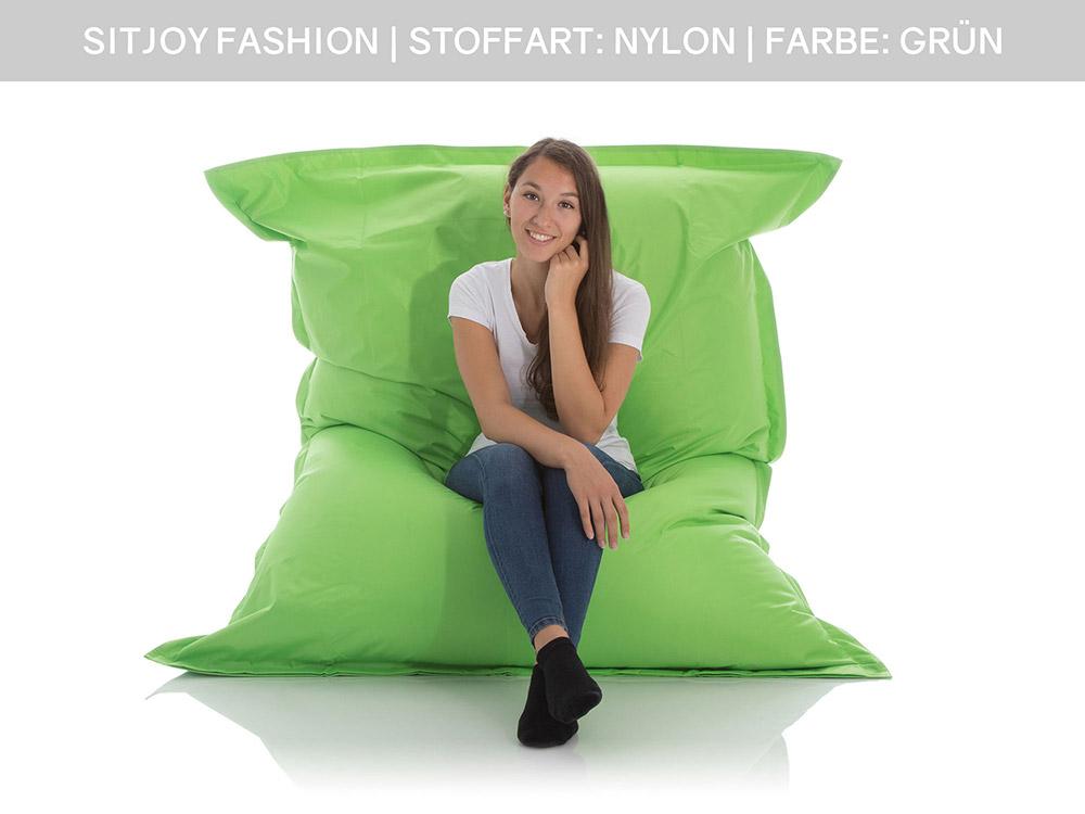 Teenager im SitJoy XXL Sitzsack Outdoor Grün 140x180 cm