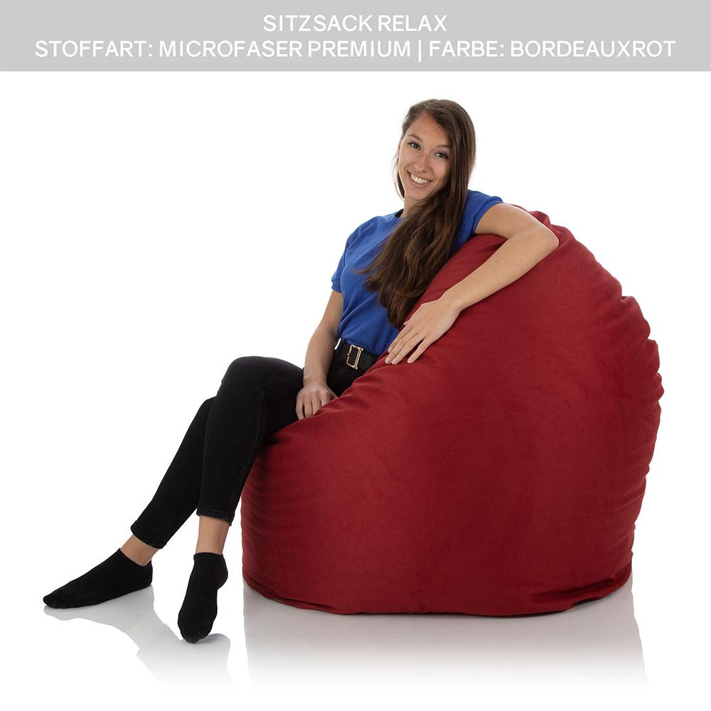 Junges Mädchen sitzt in einem XXL Indoor Sitzsack für Kinder rot