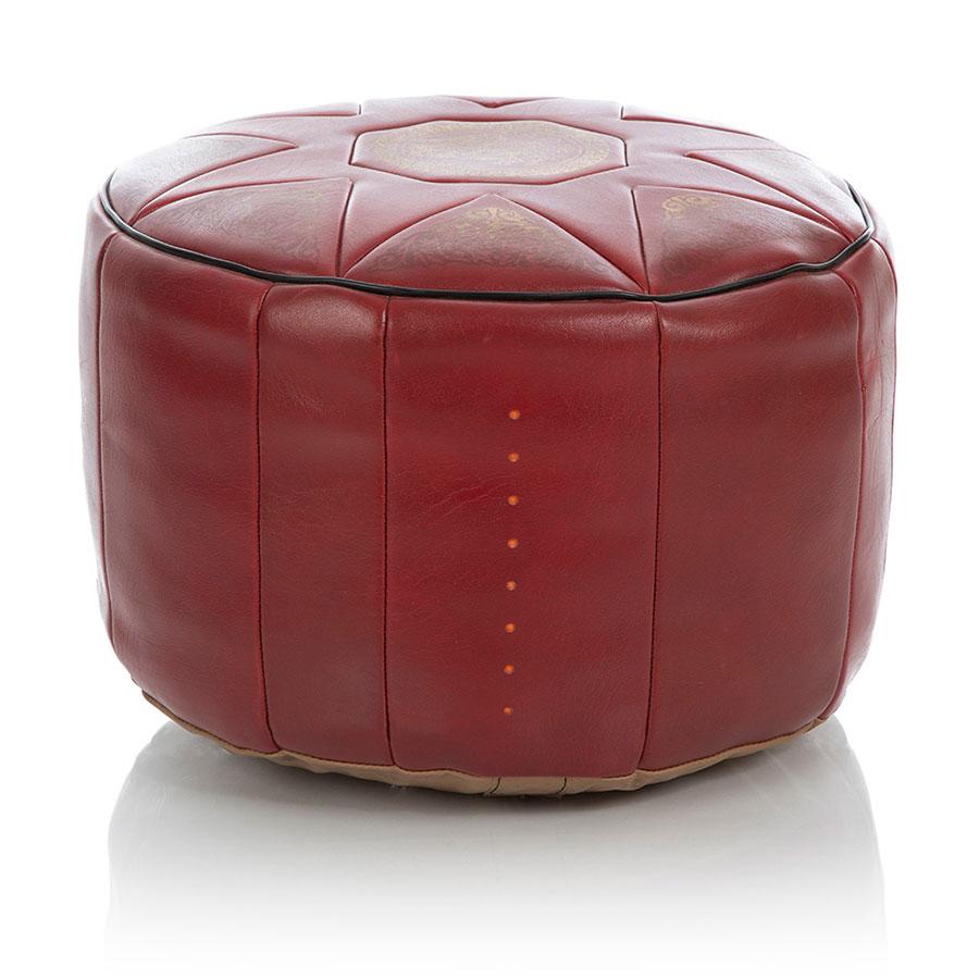 Großer roter Pouf mit acht senkrechten gestanzten Löchern in der Außenhülle