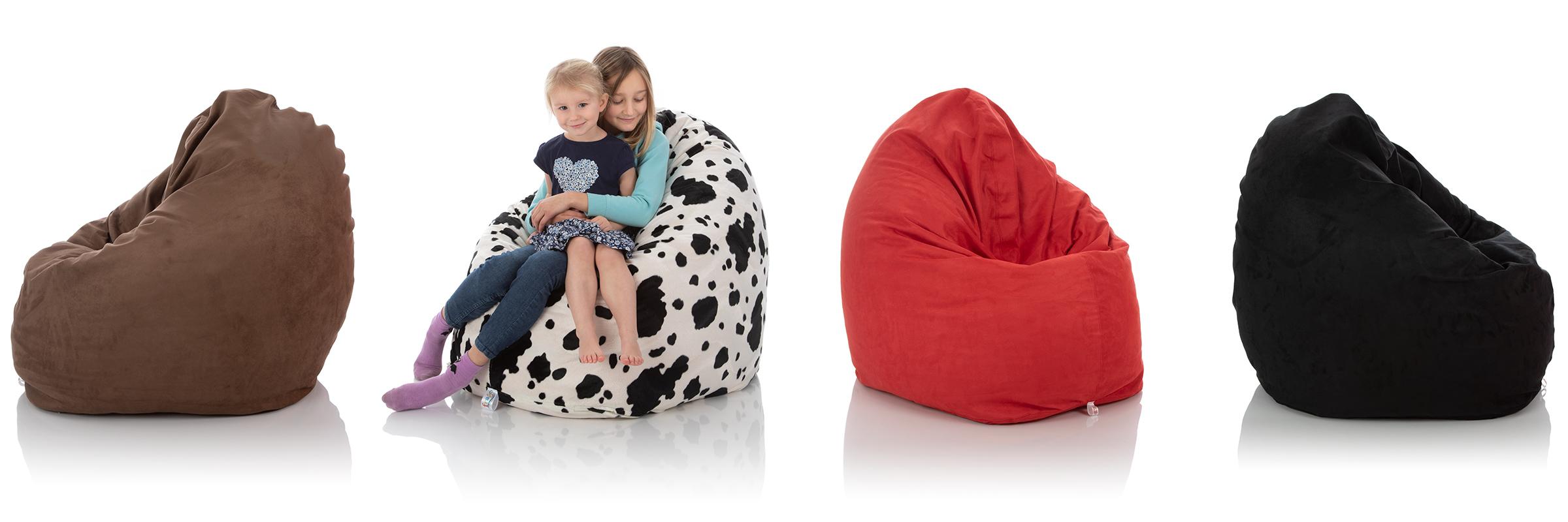 Kinder-Sitzsack braun, schwarz-weiß, rot und schwarz im Vergleich mit zwei jungen Mädchen