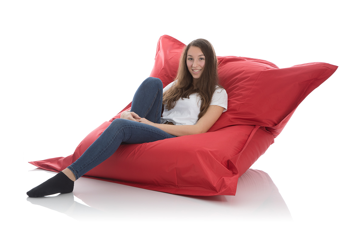 Grosser Sitzsack rot aus Nylon fuer den Garten
