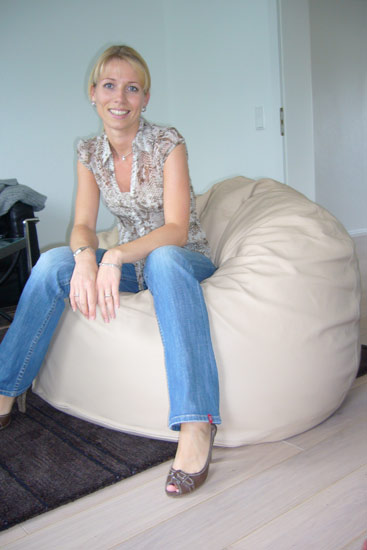 20080821-2-Sandra-T-Sitzsack-Goliath-Luxury-Leder-cremeouQC2iQhkBHih