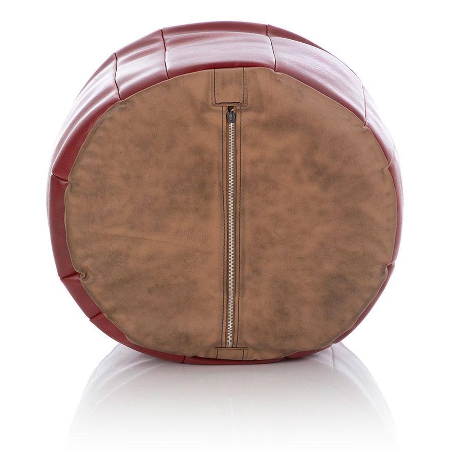 Ein luftundurchlässiger Pouf-Bezug aus rotem Kunstleder mit einem kleinen Reißverschluss