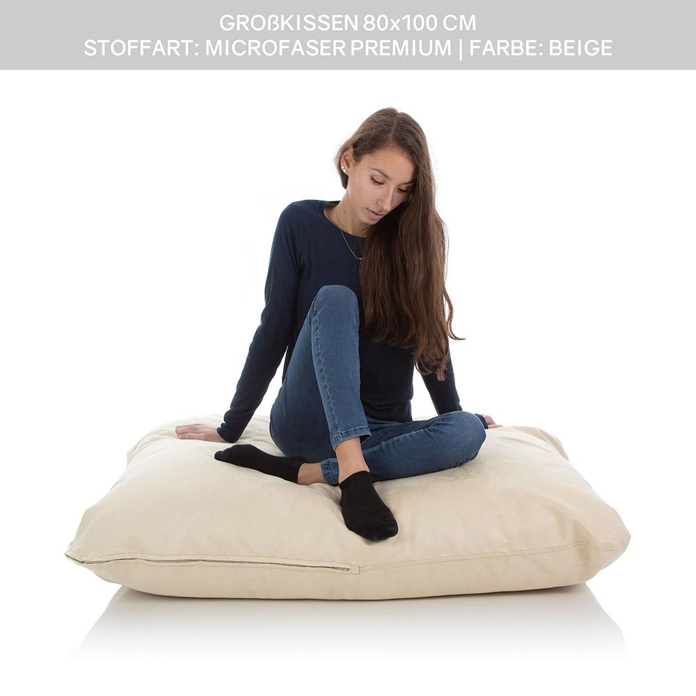 Junges Mädchen sitzt auf einem großen Kissen 80 x 100 cm mit Kissenbezug in beige