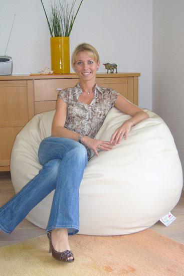 20080821-3-Sandra-T-Sitzsack-Goliath-Luxury-Leder-creme7wM0vkoh1pkPC