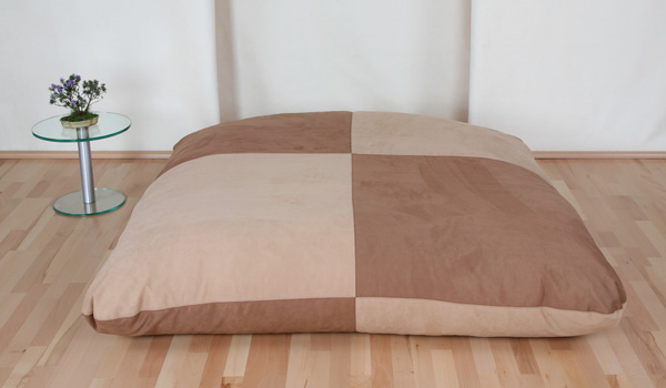 5-9986-spielwiese-160x160cm-microaser-umbra-karamell-beidseitig-je-zweifarbig-geviertelt
